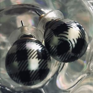 Black white plaid houndstooth earring pearl Betsey